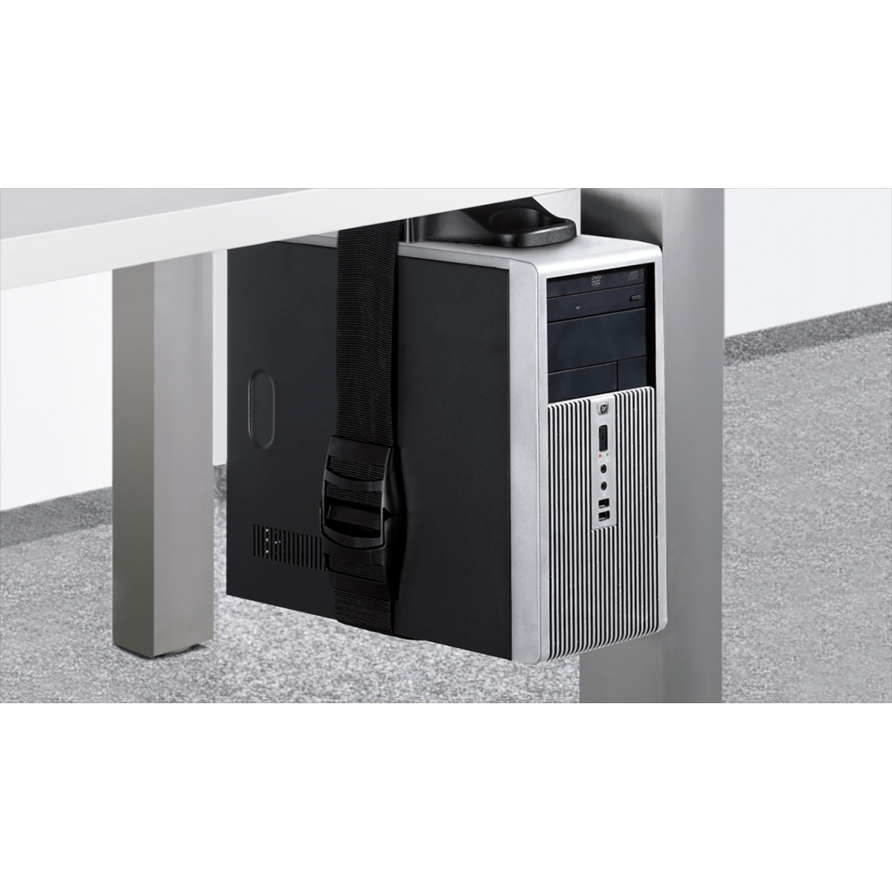 mini ITX s monitorom do 2 000 euro